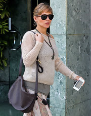 Elsa Pataky matched her boho-chic streetwear with a chocolate embossed leather satchel.
