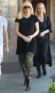 Gwen Stefani sealed off her look in super-chic style with a pair of statement gladiator heels.