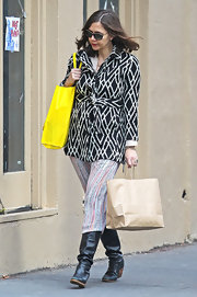 Maggie Gyllenhaal showed off eclectic maternity style while out Christmas shopping in New York.