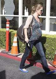 Rebecca Gayheart rocks her pregnancy in style in a flowing top paired with skinny jeans and cobalt blue flats.