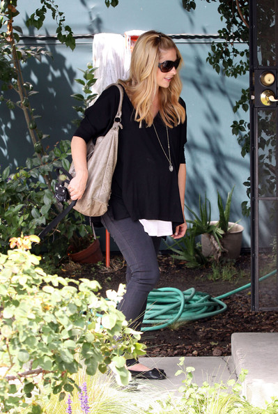 More Pics of Sarah Michelle Gellar Leather Hobo Bag (1 of 9) - Sarah Michelle Gellar Lookbook - StyleBistro