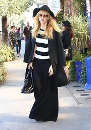 Rachel Zoe stuck to her signature retro look with this long black skirt.