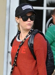 Reese Witherspoon kept it classic with a pair of wayfarers while grabbing a smoothie.