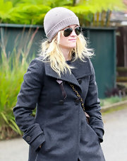 Reese Witherspoon paired her cold weather attire with classic Ray-Ban aviators.