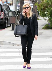 Reese looked perfectly put-together in a business-smart pair of skinnies.
