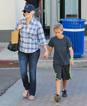 Reese looked classic and cool in a whiskered pair of well-worn jeans.
