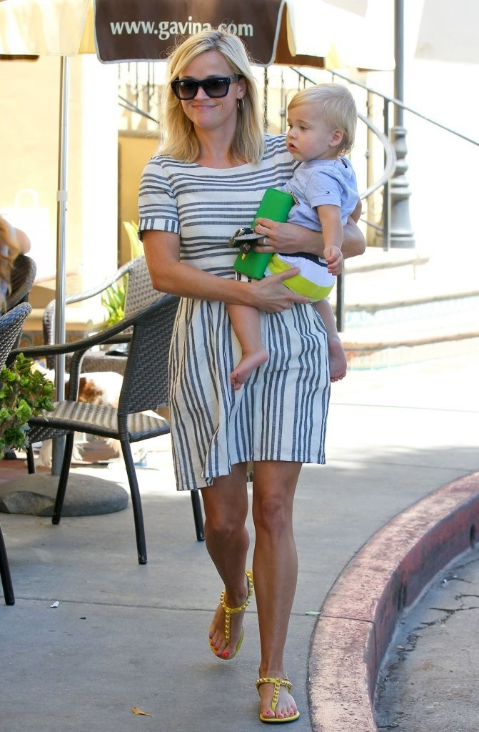 Reese Witherspoon & Son Tennessee Out For Lunch In Brentwood