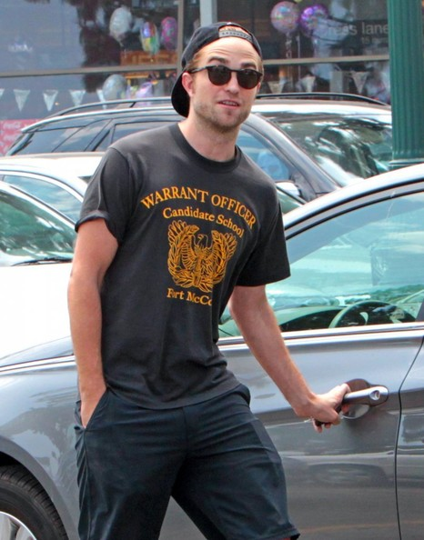 More Pics of Robert Pattinson T-Shirt (1 of 19) - Robert Pattinson Lookbook - StyleBistro