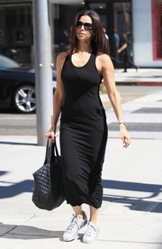 Roselyn Sanchez topped off her ensemble with an oversized quilted tote.