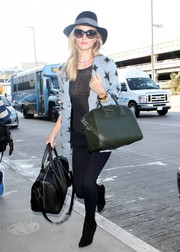 Rosie Huntington-Whiteley traveled in fun-chic style in a Saint Laurent star-print cardigan.