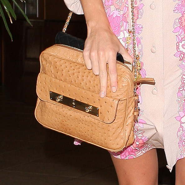 More Pics of Rosie Huntington-Whiteley Chain Strap Bag (1 of 14) - Rosie Huntington-Whiteley Lookbook - StyleBistro