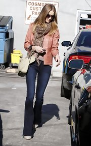 Rosie Huntington-Whiteley wore a pair of dark flared jeans with her chic shopping ensemble.