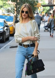 Rosie Huntington-Whiteley styled her jeans with a chic black leather belt by Gucci.