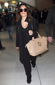 Salma Hayek traveled in style carrying a beige leather 1973 tote.