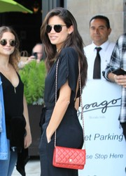 Sara Sampaio showed off a quilted red Chanel bag while grabbing lunch at Spago.