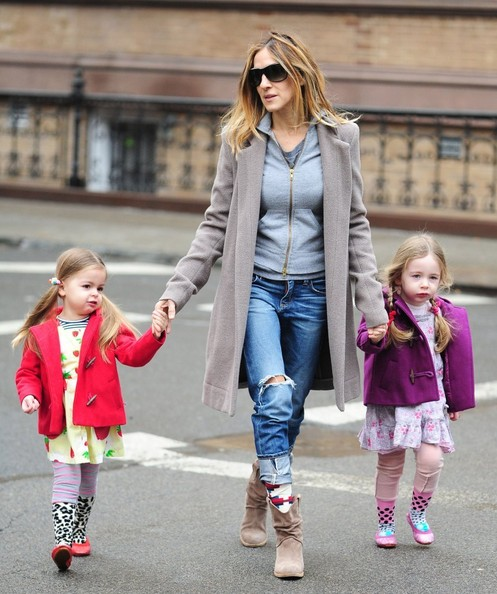 Sarah Jessica Parker Takes Her Daughters To School