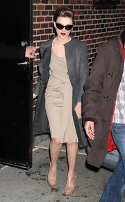 Scarlett left the David Letterman studios wearing a cool tan dress and a hip pair of peep-toe ankle boots.