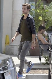 Scott Disick kept his daytime look casual with a pair of light gray jeans and a tee.