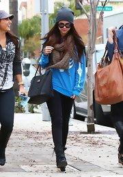 Dark denim was just the thing to make Selena's bright blue sweater pop.