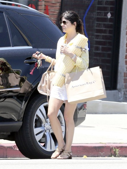 More Pics of Selma Blair Button Down Shirt (1 of 18) - Selma Blair Lookbook - StyleBistro