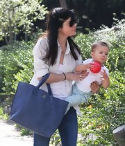 Selma Blair matched her navy tote to her jeans.