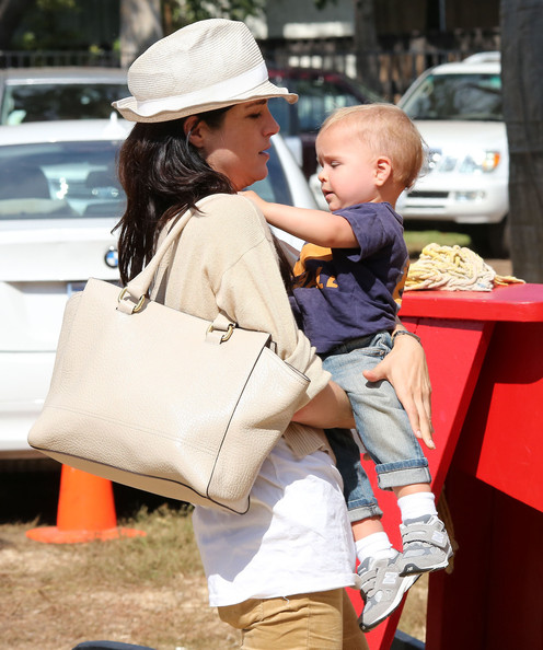 More Pics of Selma Blair Straw Hat (1 of 84) - Straw Hat Lookbook - StyleBistro