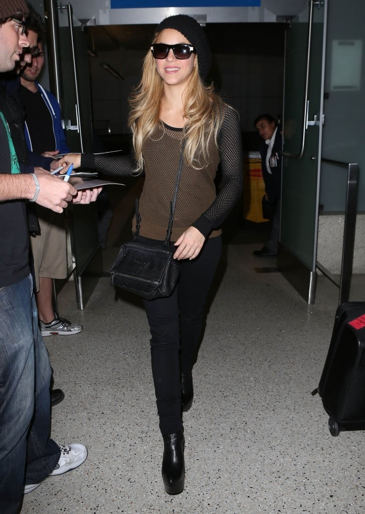 Shakira Arriving On A Flight At LAX