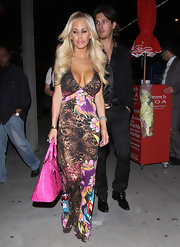 Shauna Sand carried a super girly hot pink Hello Kitty tote.