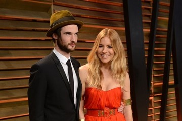 Sienna Miller Tom Sturridge The 2014 Vanity Fair Oscar Party