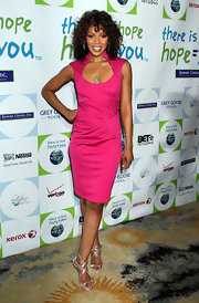 Wendy Raquel Robinson looked totally gorgeous in a hot-pink scoopneck dress.
