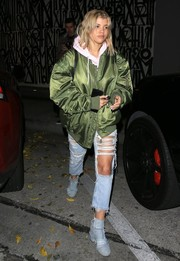Sofia Richie added an extra dose of toughness with a pair of torn jeans.