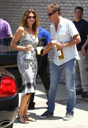 Cindy Crawford chose a low-cut black-and-white print dress for Joel Silver's Memorial Day party.