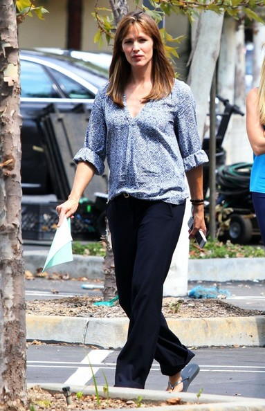 More Pics of Jennifer Garner Print Blouse (2 of 47) - Jennifer Garner Lookbook - StyleBistro