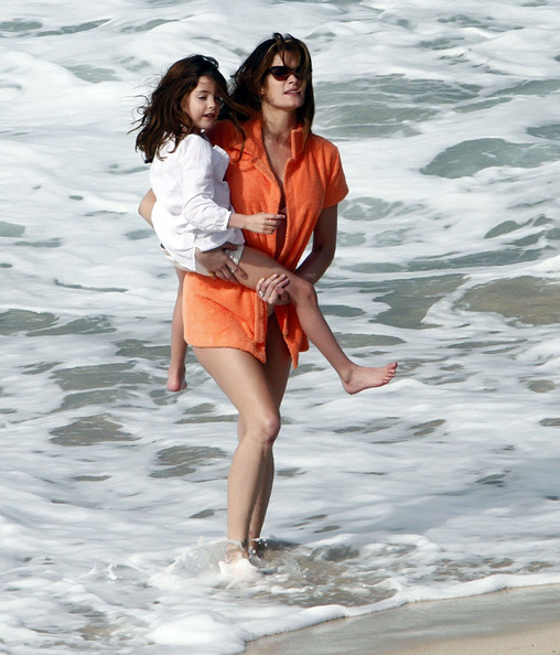 http://www3.pictures.stylebistro.com/fp/Stephanie+Seymour+Daughter+Enjoying+Beach+kEr6azaySLWl.jpg