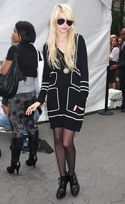 Taylor Momsen is often spotted wearing gold and black aviator sunglasses.