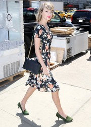 Taylor Swift infused some classic elegance into her daytime look with a black chain-strap bag by Elie Saab.