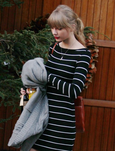 More Pics of Taylor Swift Leather Shoulder Bag (4 of 6) - Taylor Swift Lookbook - StyleBistro
