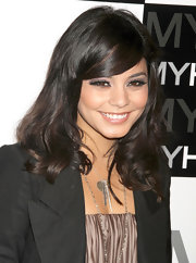 Vanessa Hudgens added a touch of color to her look with deep purple shadow. She lined her lids with coal liner to accentuate her look.