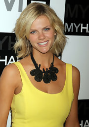 Brooklyn Decker styled her choppy bob in soft waves that were parted to the side for the MYHABIT launch party.