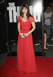 Mary Elizabeth Winstead looked romantic in red at the Los Angeles premiere of 'The Thing.'