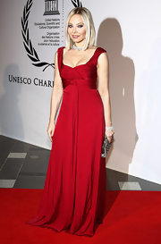 Ornella Muti was a vision in crimson in this empire waisted evening gown. Calling this look gorgeous would be an understatement.