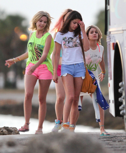 More Pics of Selena Gomez Jean Shorts (1 of 48) - Selena Gomez Lookbook - StyleBistro