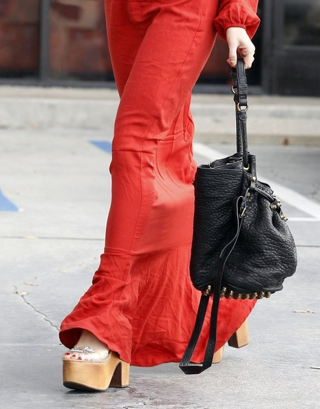 More Pics of Vanessa Hudgens Leather Shoulder Bag (1 of 21) - Vanessa Hudgens Lookbook - StyleBistro