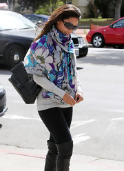 Vanessa Lachey wore this floral scarf to brighten up her casual look.
