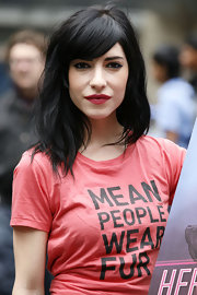 Lisa Origliasso was in her usual hairstyle, long waves with her bangs side-swept, at the anti-fur campaign.