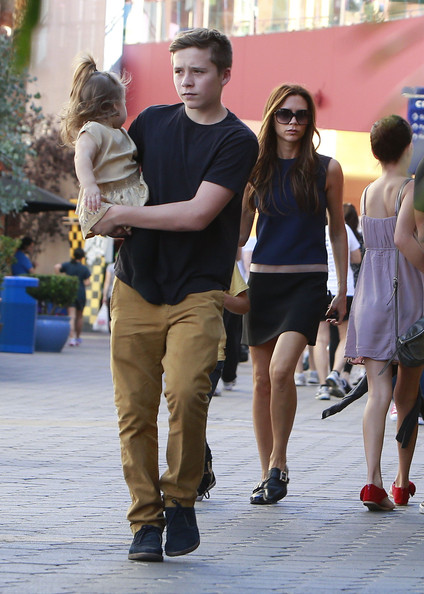 Victoria Beckham Takes Her Kids To Universal City Walk