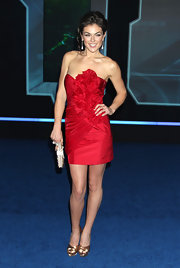 Serinda looked ravishing in glamorous gold satin pumps. She paired the lovely pumps with a strapless red dress.