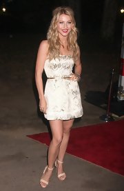 Julianne Hough looked sweet in nude sandals. She paired the simple heels with a satin champagne dress.