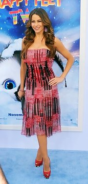 Sofia Vergara was chic on the red carpet in red peep-toe slingbacks complete with black and white striped platforms.