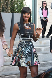 Kelly Rowland completed her printed dress with a Deco Rocks stacked tube bar neckalce. The necklace features a gold plated chain and blue and pink glass and acrylic stones.
